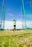 Ο αθλητής που εκτελεί ένα σφυρί ρίχνει Στοκ φωτογραφίες με δικαίωμα ελεύθερης χρήσης