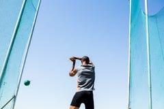 Ο αθλητής που εκτελεί ένα σφυρί ρίχνει Στοκ εικόνες με δικαίωμα ελεύθερης χρήσης