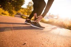 Ο αθλητικός δρομέας ατόμων σχετικά με το πόδι στον πόνο λόγω ο αστράγαλος Στοκ φωτογραφίες με δικαίωμα ελεύθερης χρήσης