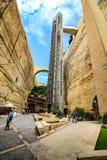 Ο ανελκυστήρας Barrakka, που σας παίρνει από το μεγάλο λιμάνι σε ανώτερο Barrakka καλλιεργεί στοκ φωτογραφία