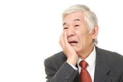 Ο ανώτερος ιαπωνικός επιχειρηματίας πάσχει από τον πονόδοντο Στοκ Φωτογραφίες