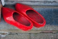 Ολλανδικά κόκκινα clogs Στοκ εικόνες με δικαίωμα ελεύθερης χρήσης