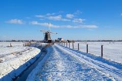 Ολλανδικός ανεμόμυλος κατά τη διάρκεια του χιονώδους χειμώνα Στοκ Εικόνα