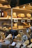 Ολλανδικό τυρί στην επίδειξη στο κατάστημα Στοκ Εικόνες