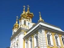 ο αποκαλούμενος κήπος δικαστηρίων εκκλησιών καλλιεργεί μεγάλα τοποθετημένα παλάτια Peter peterhof Πετρούπολη Ρωσία παλατιών κατατ Στοκ Εικόνες