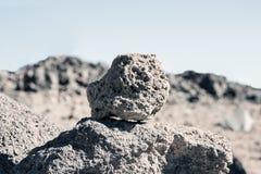Ο απότομος βράχος δημιούργησε μετά από την έκρηξη ηφαιστείων Στοκ Εικόνες