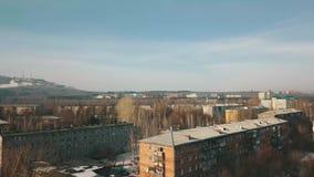 Ο απότομος βράχος και η πόλη στη Σιβηρία απόθεμα βίντεο