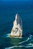 Ο απότομος βράχος που ονομάζεται τη βελόνα σε Etretat Στοκ εικόνες με δικαίωμα ελεύθερης χρήσης