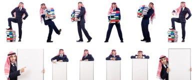 Ο αραβικός επιχειρηματίας με πολλούς φακέλλους στο λευκό Στοκ Εικόνες
