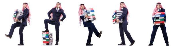 Ο αραβικός επιχειρηματίας με πολλούς φακέλλους στο λευκό Στοκ φωτογραφία με δικαίωμα ελεύθερης χρήσης