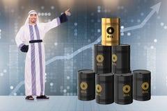 Ο αραβικός επιχειρηματίας στην επιχειρησιακή έννοια τιμών του πετρελαίου Στοκ εικόνες με δικαίωμα ελεύθερης χρήσης