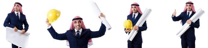 Ο αραβικός μηχανικός με τα σχέδια στο λευκό Στοκ Εικόνα