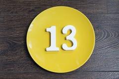 Ο αριθμός δέκα τρία στο κίτρινο πιάτο Στοκ φωτογραφία με δικαίωμα ελεύθερης χρήσης