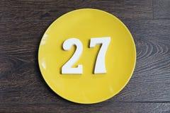 Ο αριθμός είκοσι επτά στο κίτρινο πιάτο Στοκ φωτογραφία με δικαίωμα ελεύθερης χρήσης