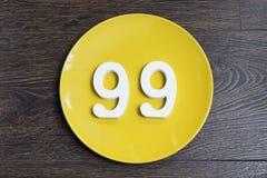 Ο αριθμός ενενήντα εννέα στο κίτρινο πιάτο Στοκ φωτογραφίες με δικαίωμα ελεύθερης χρήσης