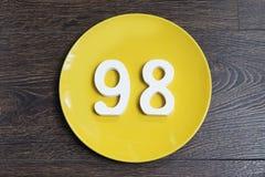 Ο αριθμός ενενήντα οκτώ στο κίτρινο πιάτο Στοκ Φωτογραφία