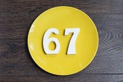 Ο αριθμός εξήντα επτά στο κίτρινο πιάτο Στοκ εικόνα με δικαίωμα ελεύθερης χρήσης