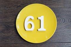 Ο αριθμός εξήντα μια στο κίτρινο πιάτο Στοκ φωτογραφία με δικαίωμα ελεύθερης χρήσης