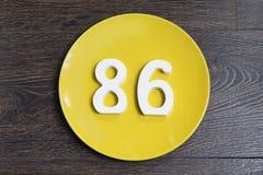 Ο αριθμός ογδόντα έξι στο κίτρινο πιάτο Στοκ Φωτογραφία