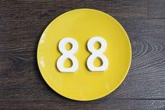 Ο αριθμός ογδόντα οκτώ στο κίτρινο πιάτο Στοκ Φωτογραφίες