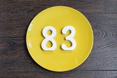 Ο αριθμός ογδόντα τρία στο κίτρινο πιάτο Στοκ Εικόνες