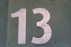 Ο αριθμός 13 σε έναν γκρίζο τοίχο Στοκ Φωτογραφία