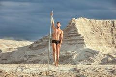 Ο αρσενικός αθλητής συμμετέχει στο acrobatics Στοκ Εικόνες