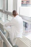 Ο αρσενικός γιατρός έχει ένα κενό Στοκ φωτογραφία με δικαίωμα ελεύθερης χρήσης