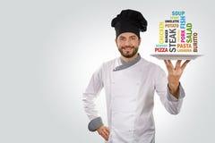 Ο αρχιμάγειρας κρατά ένα πιάτο με τα διαφορετικά ονόματα τροφίμων Στοκ φωτογραφίες με δικαίωμα ελεύθερης χρήσης