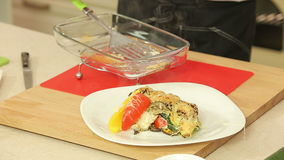 Ο αρχιμάγειρας μαγειρεύει το φυτικό lasagna απόθεμα βίντεο