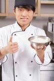 Ο αρχιμάγειρας σουσιών μαγειρεύει το ρύζι στοκ εικόνες
