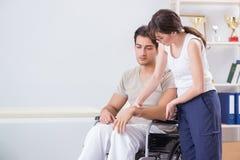 Ο ασθενής που ανακτεί στο νοσοκομείο μετά από το τραύμα τραυματισμών Στοκ Φωτογραφία