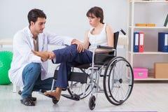 Ο ασθενής που ανακτεί στο νοσοκομείο μετά από το τραύμα τραυματισμών Στοκ φωτογραφία με δικαίωμα ελεύθερης χρήσης