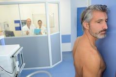 Ο ασθενής προετοιμάστηκε για την ακτίνα X Στοκ Εικόνες