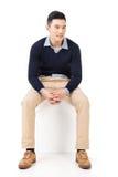 Ο ασιατικός τύπος κάθεται Στοκ Εικόνα