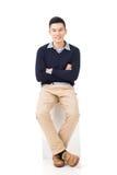 Ο ασιατικός τύπος κάθεται Στοκ εικόνες με δικαίωμα ελεύθερης χρήσης