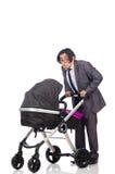 Ο αστείος μπαμπάς με το μωρό και καροτσάκι στο λευκό Στοκ φωτογραφίες με δικαίωμα ελεύθερης χρήσης