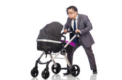 Ο αστείος μπαμπάς με το μωρό και καροτσάκι στο λευκό Στοκ εικόνα με δικαίωμα ελεύθερης χρήσης