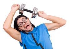 Ο αστείος τύπος με τα dumbbels στο λευκό Στοκ εικόνες με δικαίωμα ελεύθερης χρήσης