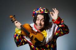 Ο αστείος φορέας κλόουν βιολιών στη μουσική έννοια Στοκ Εικόνα