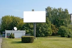Ο αστικός κενός πίνακας διαφημίσεων μαζικής παραγωγής μετάλλων για τη διαφήμιση των υπαίθριων σύγχρονων οδηγήσεων στοκ εικόνες με δικαίωμα ελεύθερης χρήσης