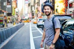 Ο αστικός τουρίστας τακτοποιεί κατά περιόδους τη Νέα Υόρκη, ΗΠΑ στοκ φωτογραφία με δικαίωμα ελεύθερης χρήσης