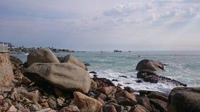 Ο Ατλαντικός Ωκεανός λικνίζει seaview Στοκ Φωτογραφίες
