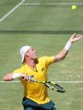Ο αυστραλιανός τενίστας Sam Groth κατά τη διάρκεια του φλυτζανιού του Νταίηβις ξεχωρίζει ενάντια στο John Isner Στοκ Φωτογραφίες