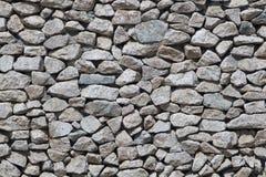 Ο αφηρημένος υποβάθρου ελαφρύς τοίχος πετρών πετρών χειροποίητος, λίθοι της ανώμαλης μορφής εγκαθίσταται στενά ο ένας στον άλλο Στοκ Φωτογραφία