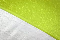 ο αφηρημένος χαρακτήρας κινουμένων σχεδίων βουρτσών ρίχνει τον ευτυχή καιρό ύδατος σκίτσων βροχής προσωπικοτήτων χρωμάτων Στοκ Φωτογραφία
