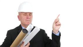Ο βέβαιος αρχιτέκτονας μηχανικών κάνει το χέρι άρνησης να υπογράψει αποδοκιμάζει τις χειρονομίες απόθεμα βίντεο