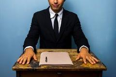 Ο βέβαιος επιχειρηματίας έκλεισε μόλις μια διαπραγμάτευση Στοκ Φωτογραφία