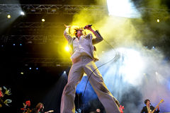 Ο βασικός τραγουδιστής Foxygen (ζώνη) αποδίδει στον ήχο το 2015 Primavera Στοκ Εικόνες
