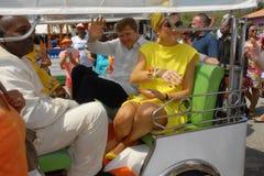 Ο βασιλιάς και η βασίλισσα Maxima στο Tuk Tuk Στοκ φωτογραφία με δικαίωμα ελεύθερης χρήσης